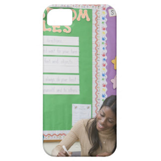 Teacher grading girls paper in classroom iPhone SE/5/5s case