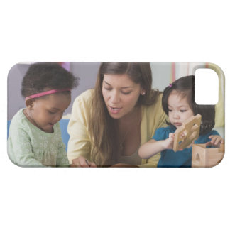 Teacher helping toddlers color at daycare iPhone SE/5/5s case