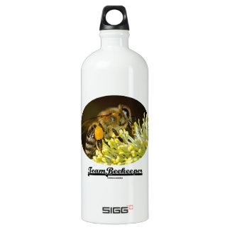 Team Beekeeper (Bee On Yellow Flower) SIGG Traveler 1.0L Water Bottle