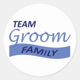 TEAM GROOM FAMILY CLASSIC ROUND STICKER