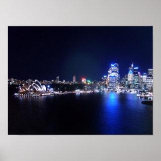 Teatro de la ópera de Sydney en la noche Poster
