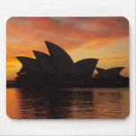Teatro de la ópera en el amanecer, Sydney, nuevo s Mousepads