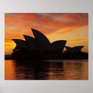 Teatro de la ópera en el amanecer, Sydney, nuevo s Póster