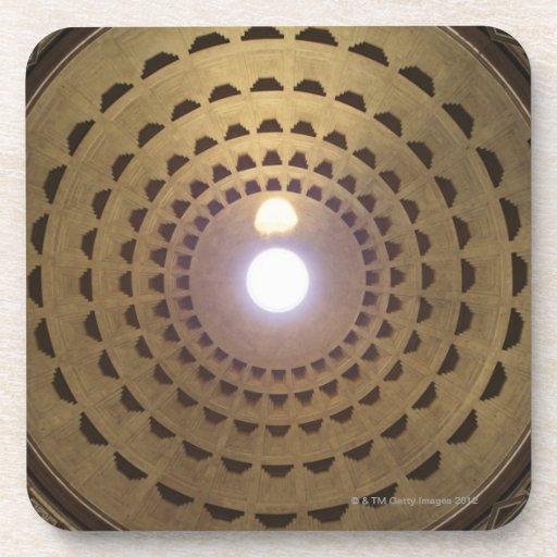 Techo de la bóveda en panteón en Roma, Italia Posavaso