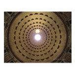 Techo de la bóveda en panteón en Roma, Italia Postales