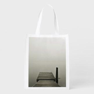 techo de madera de niebla blanco y negro bolsas de la compra