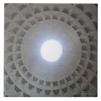 Techo del panteón, opinión granangular del ángulo  azulejo cuadrado grande