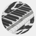 Teclado de piano del estampado de zebra pegatinas redondas