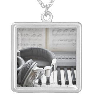 Teclado de piano eléctrico colgante cuadrado