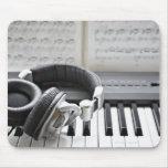 Teclado de piano eléctrico mousepads