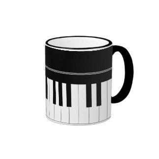 Teclado de piano taza de café