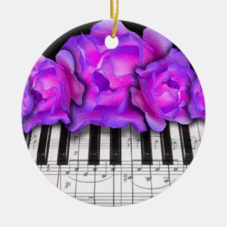 Teclado de piano y ornamento del navidad de los adorno navideño redondo de cerámica