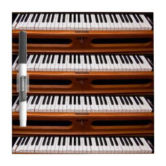 Teclado del órgano pizarra blanca
