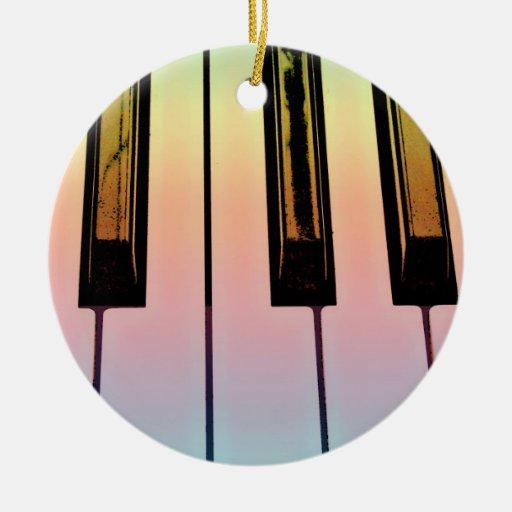 teclado eléctrico con la capa del arco iris ornato