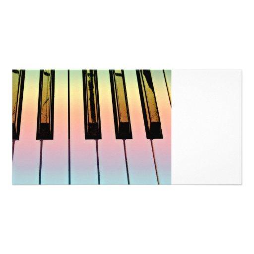 teclado eléctrico con la capa del arco iris tarjeta personal con foto