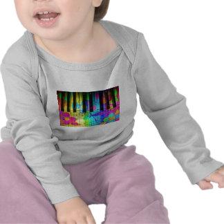 Teclado y flores eléctricos psicodélicos de piano camisetas