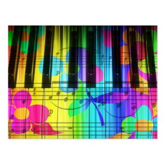 Teclado y flores eléctricos psicodélicos de piano postal