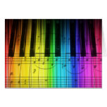 Teclado y notas de piano del arco iris tarjeta