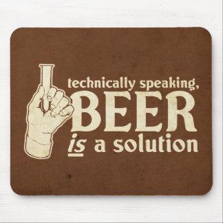 técnicamente hablando, la cerveza es una solución alfombrillas de ratón