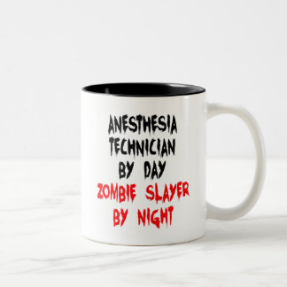 Técnico de la anestesia del asesino del zombi taza de dos tonos
