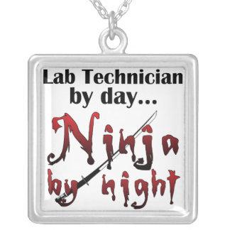 Técnico de laboratorio Ninja Colgante Cuadrado