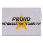 Técnico orgulloso de la refrigeración tarjeton