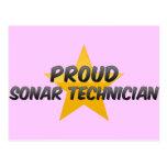 Técnico orgulloso del sonar postal