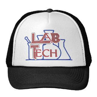 Tecnología del laboratorio con los cubiletes y los gorros bordados