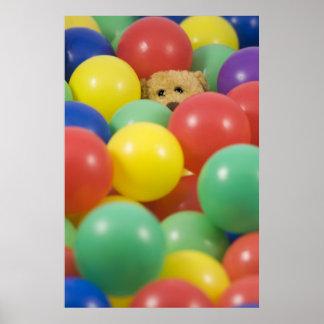 Ted en el poster de la piscina de la bola…