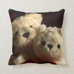 Teddy bears in love throw pillows