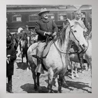 Teddy Roosevelt a caballo en Yellowstone Póster