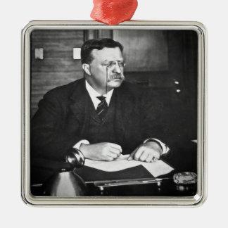 Teddy Roosevelt en el trabajo en 1912 Adorno Navideño Cuadrado De Metal