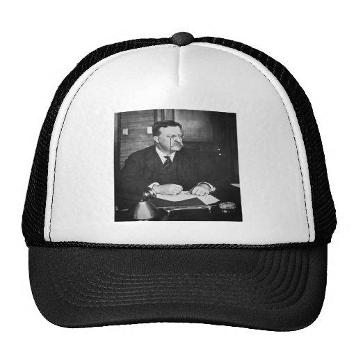 Teddy Roosevelt en el trabajo en 1912 Gorras