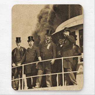 Teddy Roosevelt en el vintage de Tashmoo del vapor Tapete De Ratones