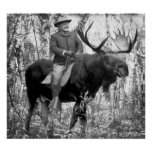 Teddy Roosevelt enorme que monta un alce de Bull Posters