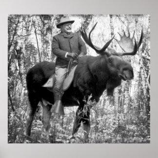 Teddy Roosevelt enorme que monta un alce de Bull Póster