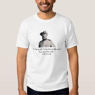 Teddy Roosevelt y cita - en frente Playera