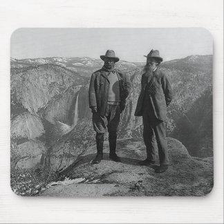 Teddy Roosevelt y John Muir en Yosemite Alfombrillas De Raton