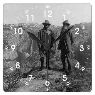 Teddy Roosevelt y John Muir en Yosemite Reloj Cuadrado
