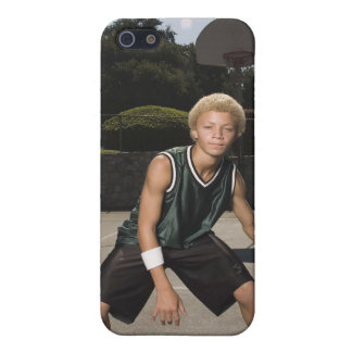 Teenage boy on basketball court iPhone SE/5/5s cover