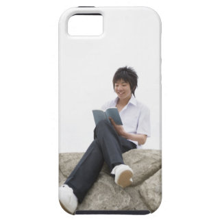 Teenageboy sitting on dock iPhone SE/5/5s case