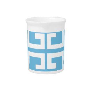 Teja azul clara y blanca jarra