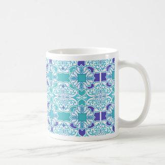 Teja azul del damasco taza básica blanca