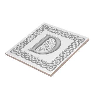 Teja céltica de la letra D del efecto de la plata
