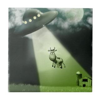 Teja cómica de la abducción de la vaca del UFO