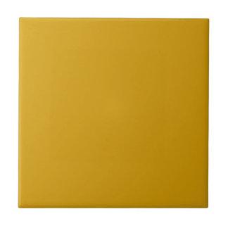 Teja con el fondo amarillo de oro