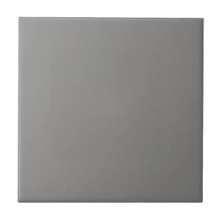 Teja con el fondo gris medio