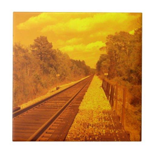 Teja con escena del ferrocarril en él