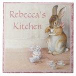 Teja de encargo o Trivet del arte del conejo de Be
