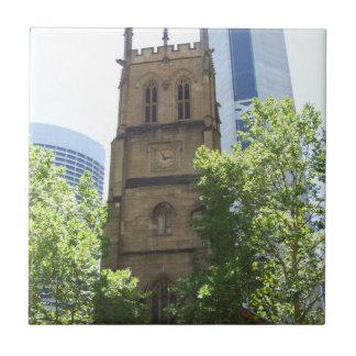 Teja de la iglesia de la ciudad